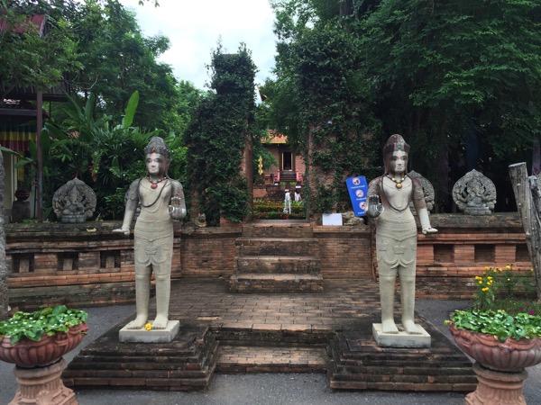 チェンマイのガネーシャ博物舘の入り口の仏像