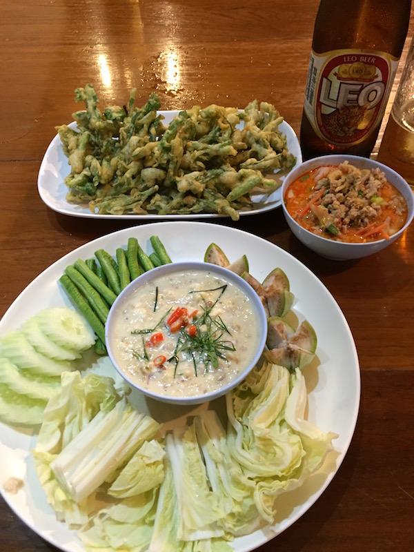 ガムタホテル近くのタイ料理で注文した料理