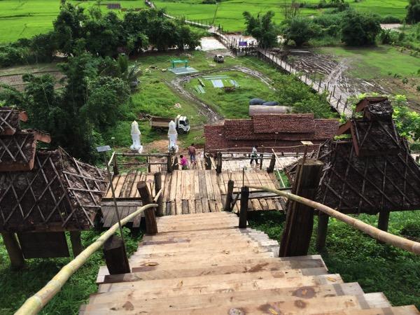 Su Tong Pae Bridgeに行く階段