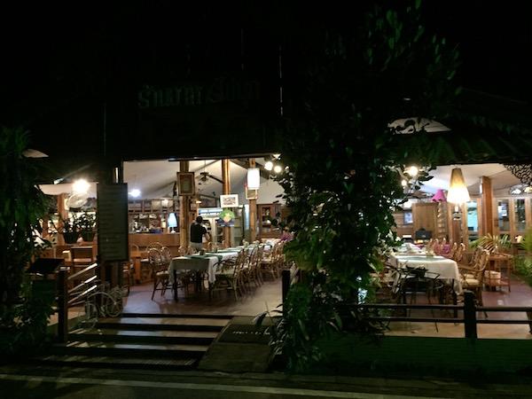 ガムタホテル近くのタイ料理