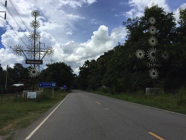 パーイ県境の看板