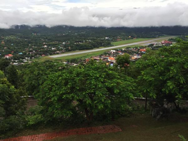 メーホンソンのワット プラタート ドイ コンムーからみる市内の風景