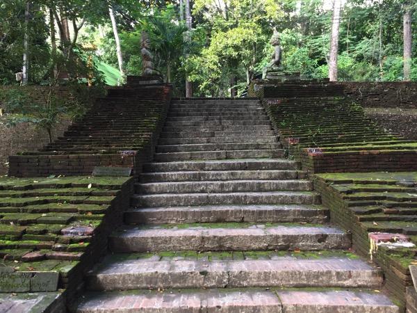 ワットウモーンの階段