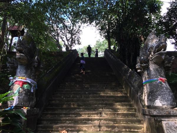 ワットウモーンの仏塔の階段