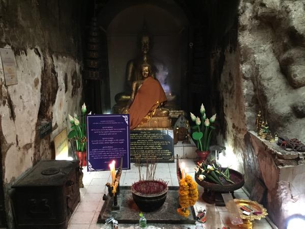 ワットウモーンの仏像