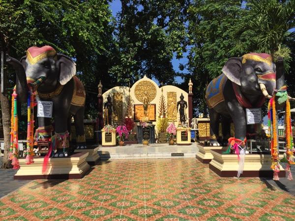 ドイカム寺院の女王チャーマテーウィーと女王が戦の時に乗っていた魔力を持つ象