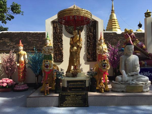 ドイカム寺院のクルーバーシーウィチャイ高層