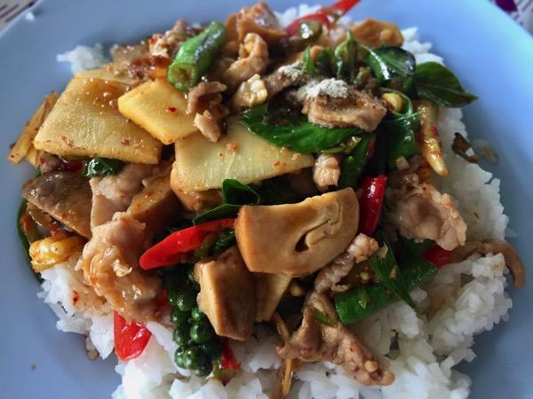 豚肉と野菜のオイスターソースのピリ辛炒め|タイ料理