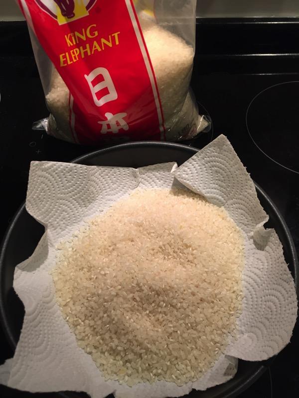 水没したipadをお米で乾燥させている写真 1
