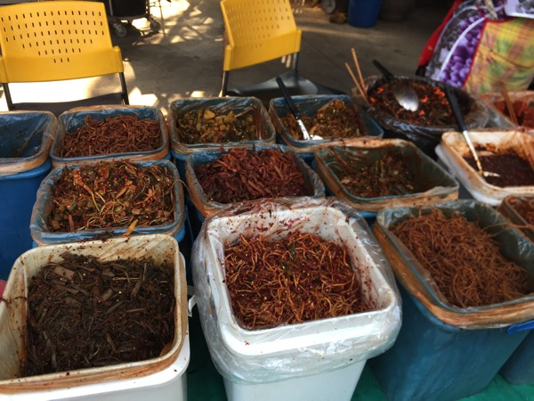 雲南市場の漬物