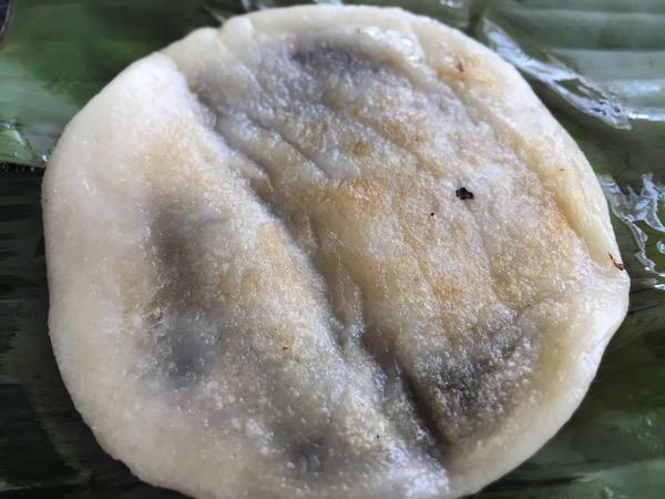 雲南ムスリム朝市のあんこ餅 1jpg