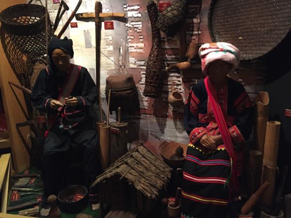 民族博物館のアカ族の写真