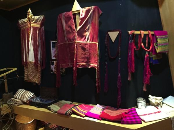 チェンマイ山岳博物館カレン族の衣装 1