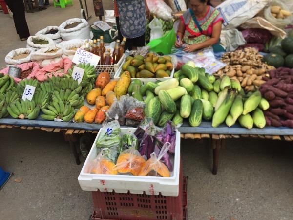 雲南市場で売っている野菜