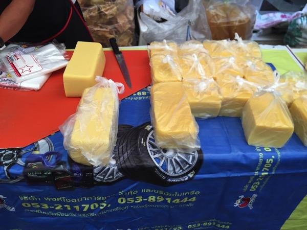 チェンマイ雲南市場で売っているカオフンのかたまり