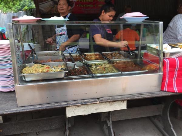 チェンマイ競馬場の食事どころ