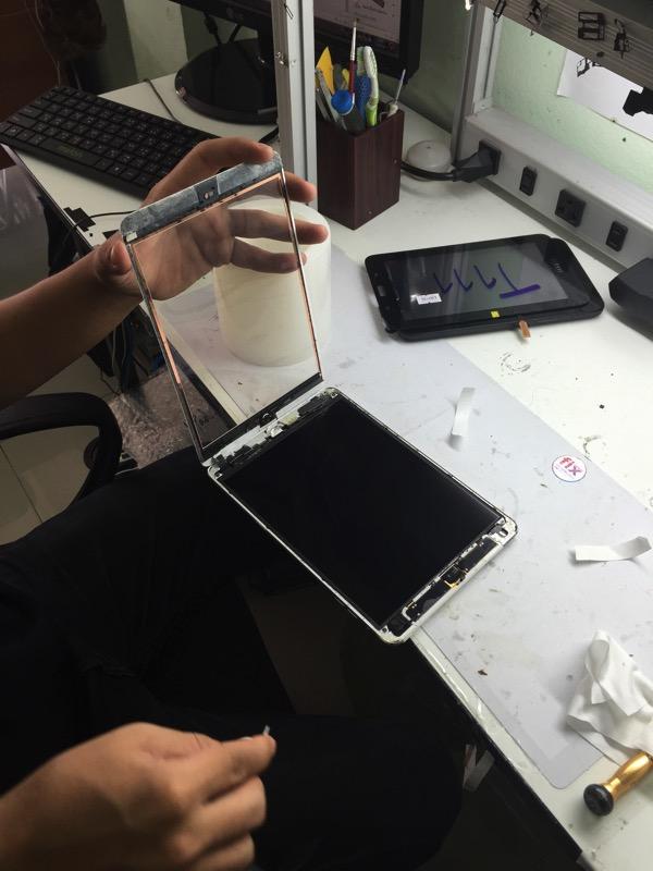 Ipadminiの液晶画面割れ修理 1