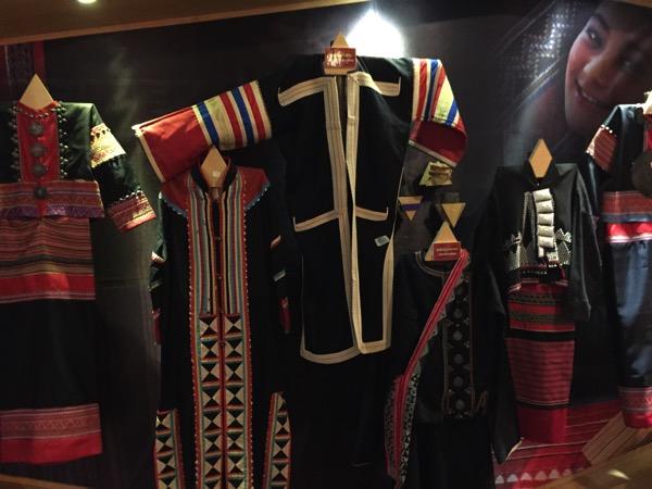 ラフ族の民族衣装