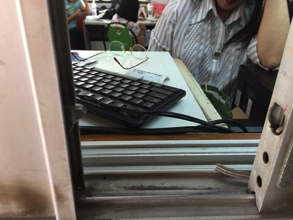 チェンマイ競馬場の馬券払い戻し窓口