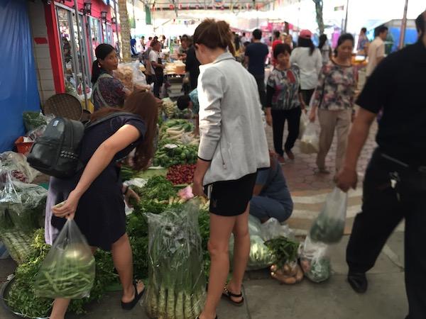 チェンマイの金曜の朝は雲南ムスリム市場で食べ歩きグルメを楽しもう