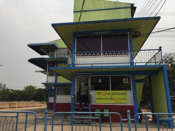 チェンマイ競馬場の有料の指定席エリア