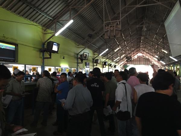 チェンマイ競馬の馬券売り場の様子