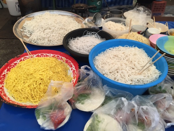 チェンマイの雲南市場のいろいろな麺
