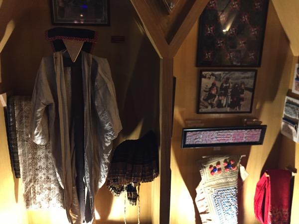 モン族の民族衣裳 1