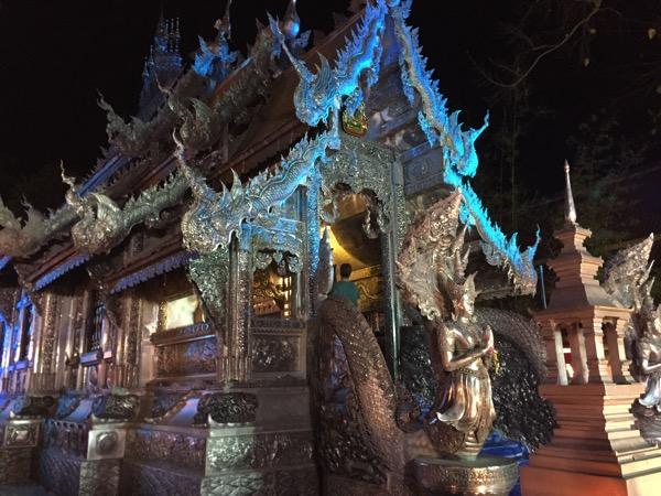 チェンマイの銀の寺 ワットシィースパン