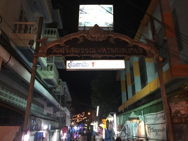 出口から入った時の銀の寺の入口