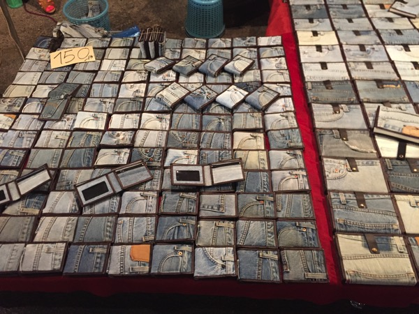 チェンマイサタデーナイトマーケットで売っているジーパン生地の財布