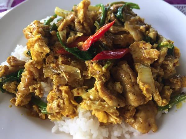 豚肉と卵のカレー炒め|カオラードムーパッポンカリー