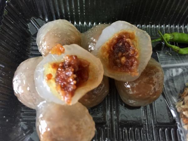 肉味噌入りタピオカ団子|サークーサイムーを切った写真