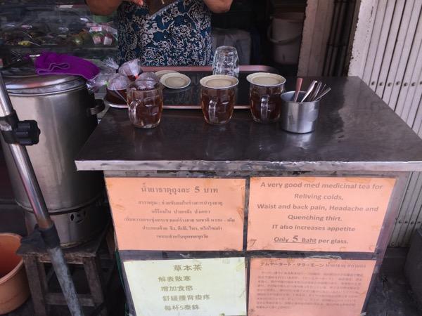 ターペ通りのハーブ薬局の生姜茶
