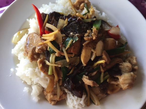 豚肉とキクラゲの生姜炒め|カオラードパットキン
