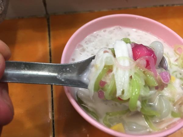 タイのコナッツミルクの氷菓子に入っている具