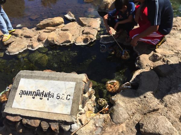 チェーソン国立公園の卵をつける82度の温泉