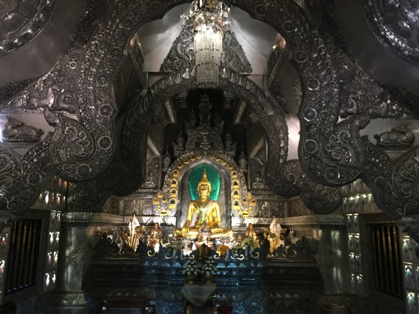 チェンマイの銀の寺 ワットシィースパン中