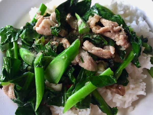 豚肉とカイランの炒もの|カオラードパットカナー