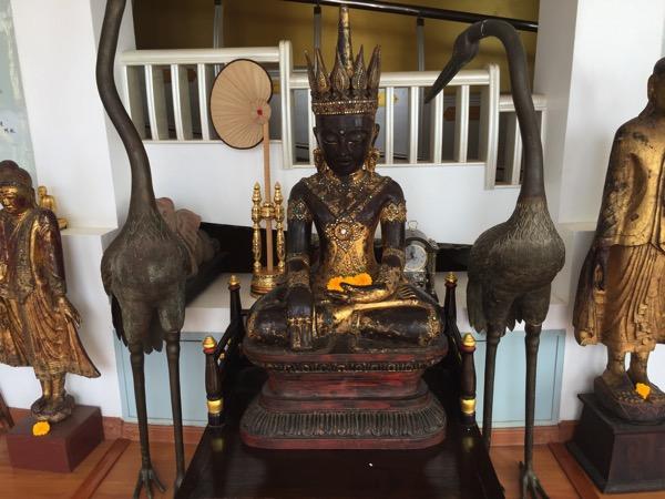 タートン寺仏塔内の仏像 1