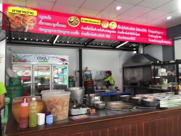 チェンマイのマーリー クァイティアオトムヤムスコータイの店内
