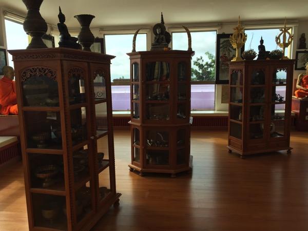 タートン寺仏塔内の資料