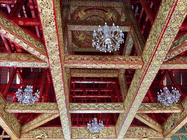 ワットプラプッタバートシーロイの天井
