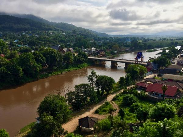 タートン寺から見るコック川