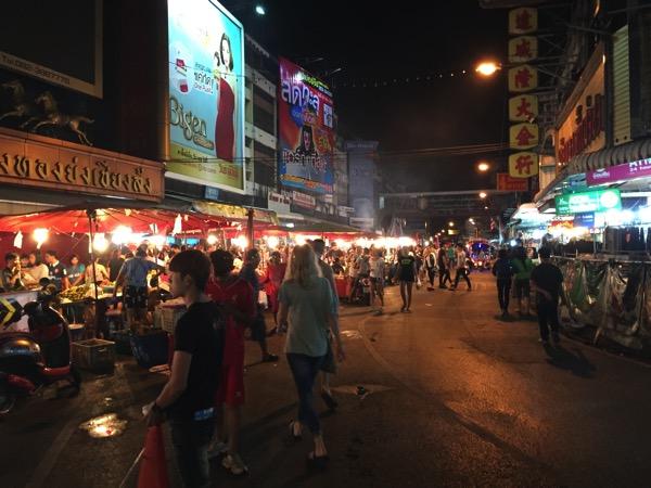 夜のワローローット市場