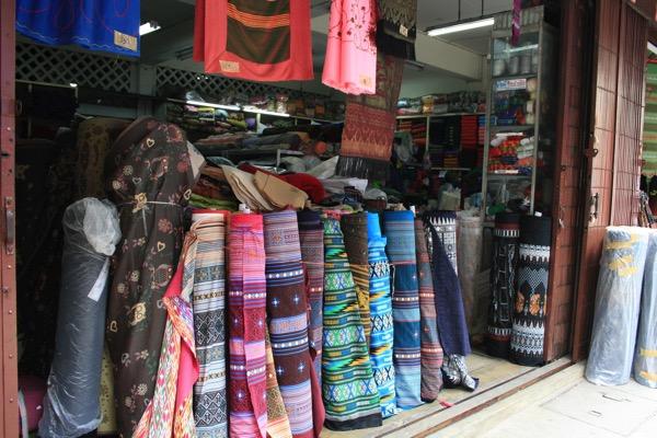 チェンマイクワンメン通りの生地の店−1