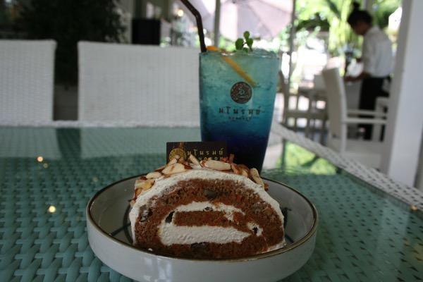 Manorom cafe Chiang Raiのロールケーキ