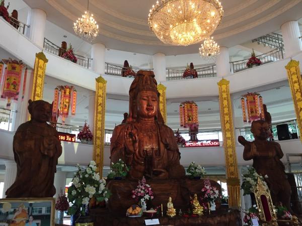 チェンライ県ワットフアイプラガン一階の観音菩薩像