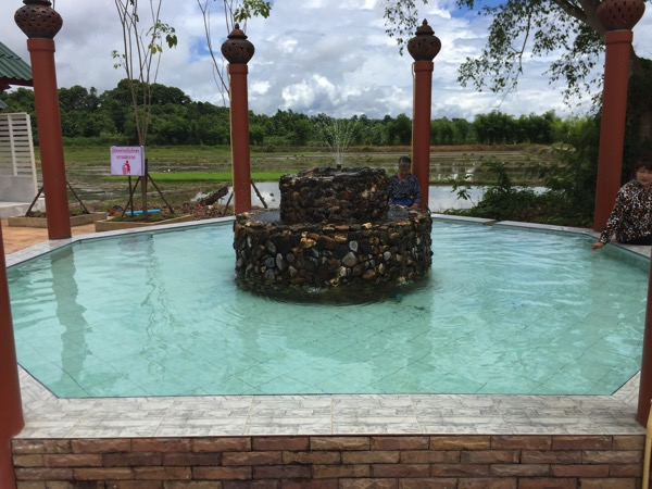トゥンテェーウィー温泉の足湯