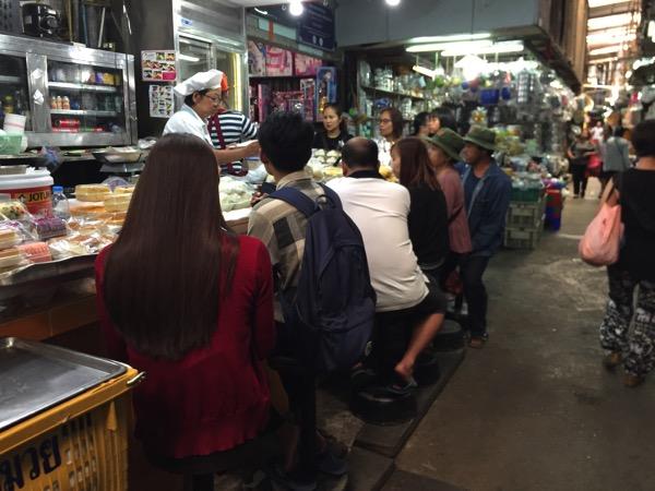 トンラムヤイ市場の甘味屋